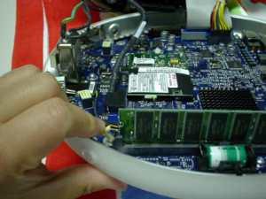 液晶iMacフラットパネル裏側本体メモリー取り外し
